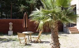 Gîte Pyrénées Orientales - Petit déjeûner dans la cour