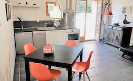 Cuisine et salon du gîte - Domaine de Montcalm